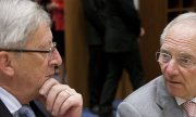 Schäuble is obviously critical that Commission President Juncker has had so much influence in the dispute over Greek debt. (© picture-alliance/dpa)