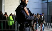 A police officer guards the entrance to the Stade de France in Paris before the Italy-France rugby match. (© picture-alliance/dpa)