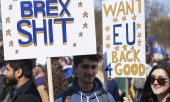 Participants at a stop the Brexit demonstration in March 2017 in London. (© picture-alliance/dpa)