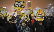 "Demonstrators in Bucharest holding up signs that read ""All for justice"". (© picture-alliance/dpa)"