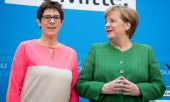 Kramp-Karrenbauer et Merkel. (© picture-alliance/dpa)