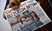 The March 9, 2018 edition of Cumhuriyet calls for the acquittal of the accused. (© picture-alliance/dpa)