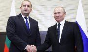 Bulgaria's President Radev (left) with Putin. (© picture-alliance/dpa)