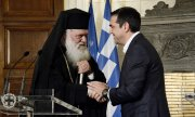 Archbishop Ieronymos II with Prime Minister Alexis Tsipras. (© picture-alliance/dpa)
