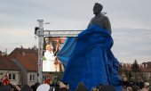 The Tuđman statue is unveiled in Zagreb. (© picture-alliance/dpa)