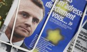 Macron on the cover of a French newspaper (© picture-alliance/dpa)