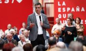 Pedro Sánchez on the campaign trail. (© picture-alliance/dpa)