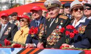 Veterans watching the parade on 9 May in St. Petersburg. (© picture-alliance/dpa)