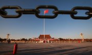 The Chinese flag on Tiananmen Square in June 2019. (© picture-alliance/dpa)