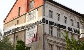 A banner calls for real estate company Deutsche Wohnen to be dispossessed. (© picture-alliance/dpa)