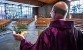 Preaching to empty pews. (© picture-alliance/dpa)
