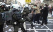 Students clash with police in Thessaloniki on 21 January. (© picture-alliance/dpa/Giorgos Konstantinidis)