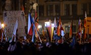 Around 15,000 people took part in a Pegida demonstration in Dresden on Monday. (© picture-alliance/dpa)