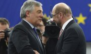 EU Parliament President Antonio Tajani and his predecessor Martin Schulz. (© picture-alliance/dpa)