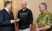 Ukrainian President Poroshenko, journalist Babchenko and SBU head Vasily Gritsak. (© picture-alliance/dpa)