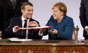 Macron and Merkel in the Coronation Room in Aachen's Town Hall. (© picture-alliance/dpa)