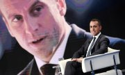 Di Maio in a TV programme, with a picture of French President Macron in the background. (© picture-alliance/dpa)