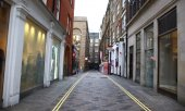 Une rue déserte, dans le quartier de Covent Garden, à Londres, pendant le confinement. (© picture-alliance/dpa)
