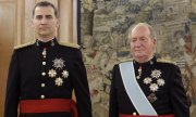 Felipe VI and Juan Carlos I at the coronation ceremony in 2014 (© picture-alliance/dpa)