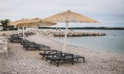 A deserted beach in Novigrad, Croatia, on 3 July 2020. Is this what lies ahead for many other destinations? (© picture-alliance/dpa)