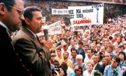 Lech Wałęsa speaks to the workers at the Gdańsk Lenin Shipyard in 1980. (© picture-alliance/dpa)