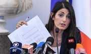 Virginia Raggi announcing her veto of the 2024 Olympic bid at a press conference. (© picture-alliance/dpa)