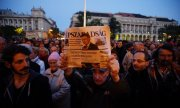 Demonstrators showing solidarity with Népszabadság in Budapest. (© picture-alliance/dpa)