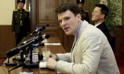 Otto Warmbier being presented to reporters in Pyongyang in February 2016. (© picture-alliance/dpa)