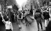 Student demonstration in May 1968 in Paris. (© picture-alliance/dpa)
