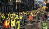 The taxi drivers on strike in Barcelona also wear yellow vests. (© picture-alliance/dpa)