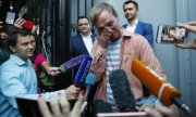 Golunov thanks supporters following his release. (© picture-alliance/dpa)