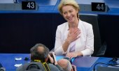 Ursula von der Leyen after the vote. (© picture-alliance/dpa)
