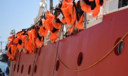 Life jackets hanging on the German rescue ship Lifeline in July 2018 in Malta. (© picture-alliance/dpa)