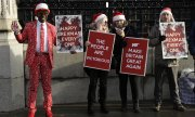 Brexit supporters outside the Houses of Parliament on December 18. (© picture-alliance/dpa)