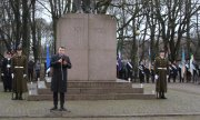 Estonia's Foreign Minister Urmas Reinsalu delivering his keynote address on 2 February in front of the Kalevipoeg monument, which is dedicated to the victims of Estonia's war of independence. (© picture-alliance/dpa)