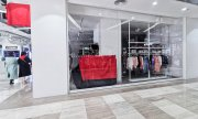 A closed H&M store with covered logos on March 25 in Urumchi, Xinjiang, China. (© picture-alliance/dpa)