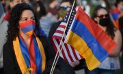 A woman at the annual memorial service for Armenian victims in Boston. According to official estimates, at least 500,000 people of Armenian origin live in the US. (© picture-alliance/dpa)