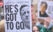 Demonstators calling for Cameron's resignation on the weekend. (© picture-alliance/dpa)