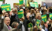 """Impeachment now"": Opposition MPs celebrate Congress's decision.(© picture-alliance/dpa)"