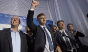 HDZ leader Andrej Plenković (centre) at his party's election party. (© picture-alliance/dpa)