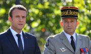 French President Emmanuel Macron and former chief of staff Pierre de Villiers on Bastille Day. (© picture-alliance/dpa)