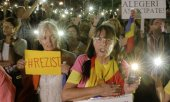 Protests against the proposed reform on Sunday evening in Bucharest. (© picture-alliance/dpa)