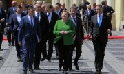 EU leaders on their way to the summit in Sibiu, hosted by Klaus Iohannis (right). (© picture-alliance/dpa)
