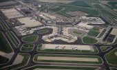 Aerial view of Schipol airport. (© picture-alliance/dpa)