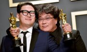 Co-screenwriter Han Jin-won and director Bong Joon-ho. (© picture-alliance/dpa)