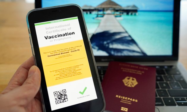 Corona Impfpass Weg In Die Normalitat Eurotopics Net