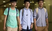 The three convicted activists Joshua Wong, Nathan Law and Alex Cho (l-r) in August 2016. (© picture-alliance/dpa)