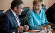 Foreign Minister Gabriel (SPD) and Chancellor Merkel (CDU). (© picture-alliance/dpa)