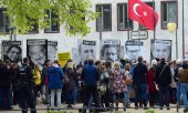 Demonstrators protesting the imprisonment of journalists in Turkey in May 2017 in Berlin. (© picture-alliance/dpa)