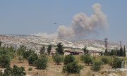 Smoke rising after Russian airstrikes near Idlib on September 4. (© picture-alliance/dpa)